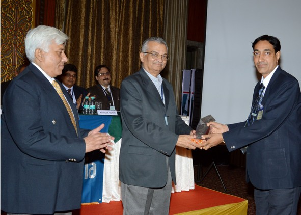 Mr Sanjay Chavda, Sales Manager receiving the award from Chief Guest Dr Anil Kakodkar, Nuclear Scientist and Ex –Chairman Atomic Energy Commission.