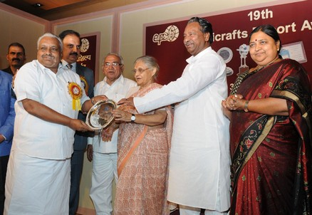 Shri P. Subramanian receiving the Life-time Achievement Award from the Chief Minister of Delhi, Smt. Sheila Dikshit