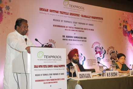 The Textiles Minister addressing the gathering at the Texprocil event