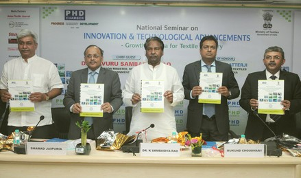 The Textiles Minister releasing a booklet at the National Seminar on Innovation & Technological Advancements – Growth Mantra for Textile Industry