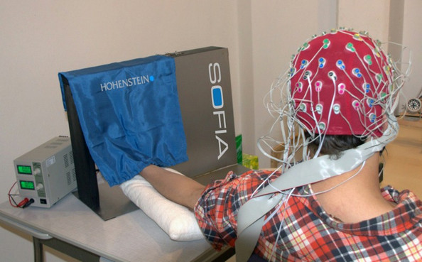 Neurophysiological study with test subjects, performed using the SOFIA textile applicator and an EEG. The SOFIA textile applicator for the first time ever allows textiles to be moved along different parts of the human body with adjustable pressure and adaptable speed. The EEG records the brain's reaction to the textile stimulus immediately. ©Hohenstein Institute – Department of Hygiene, Environment & Medicine