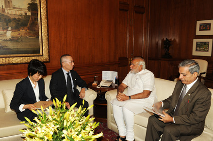 Mr. Tadashi Yanai, the Chairman of UNIQLO, a leading Japanese garment company, called on the Prime Minister, Shri Narendra Modi, on June 25. The company aims to source garments from India. Shri Modi welcomed Mr. Yanai's interest in developing UNIQLO's business in India, and highlighted the advantages that India enjoys in the garments sector, including availability of cotton, skilled manpower, robust infrastructure, a big domestic market and good ports for exports