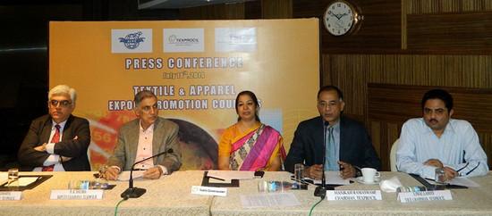 (L-R) : Mr. S Rajagopal - Exec Director Texprocil, R.K. Dalmia - Deputy Chairman -Texprocil, Ms. Kiran Soni, Textile Commissioner, Manikram Ramaswami - Chairman Texprocil, Ujwal Lahoti - Vice Chairman Texprocil