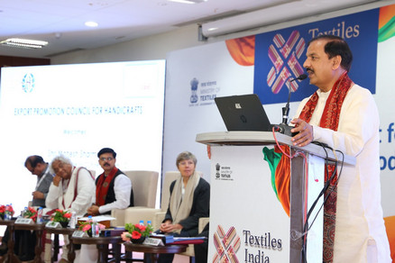 "Union Minister for Culture and Tourism, Dr. Mahesh Sharma, who chaired a parallel session on ""Carving a Niche Market for Indian Handcrafted Goods"", speaking on the occasion."