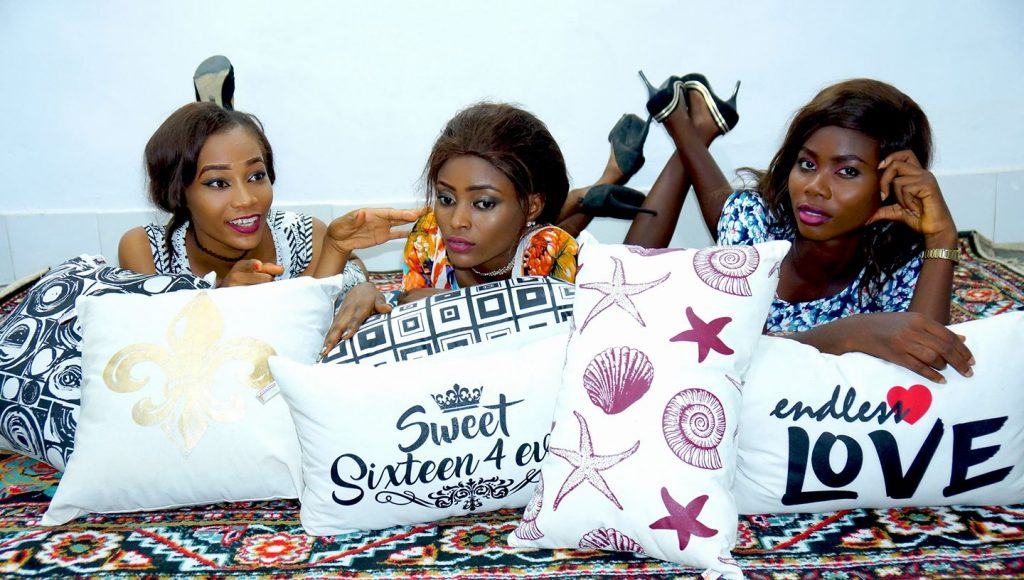Reddi2wear Nigeria Limited is the Leading manufacturer of Decorative pillows, bedsheets, promo wears, Polo and T Shirts, fast fashion and Baby beds.