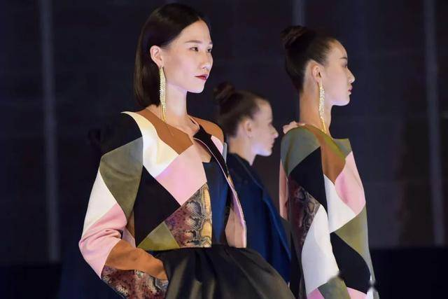 Zhongduo Holdings Limited specializes in the production of suede fabrics